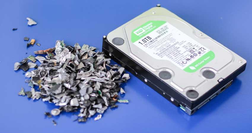 harde-schijf-vernietigen-in-shredder