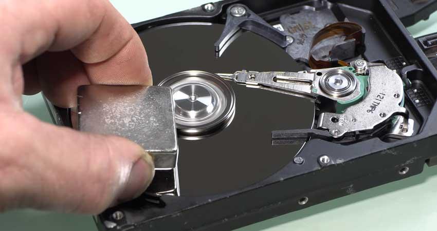 harde-schijf-wissen-met-magneet